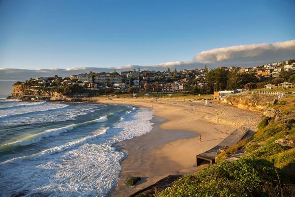 bronte-beach-sunrise-sydney-australia-600x400