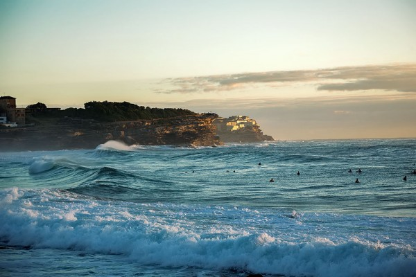 bronte-beach-surfers-sunrise-coastal-walk-sydney-australia-600x400