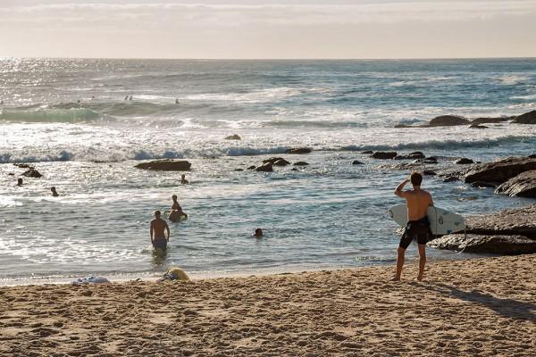 surfer-bronte-beach-sydney-australia-600x400
